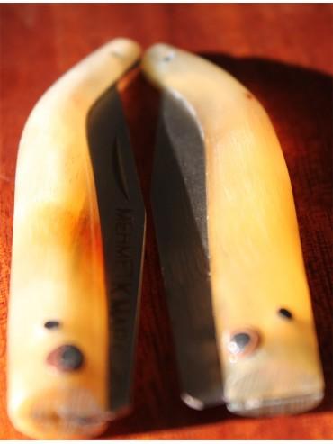 Boynoz saplı bıçak